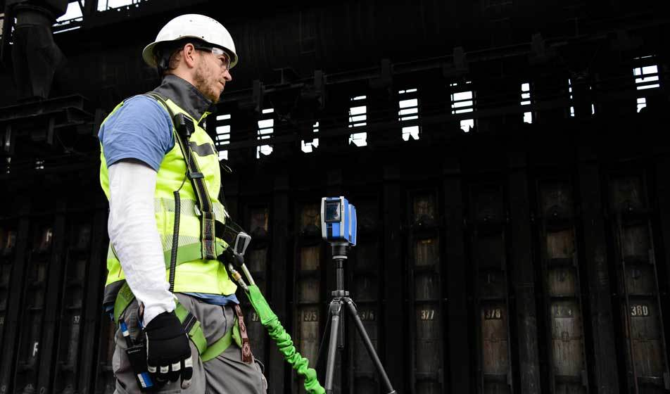 A member of Bogensberger Vermessung / Surveys with a 3D Faro laser scanner at voest alpine in Linz.