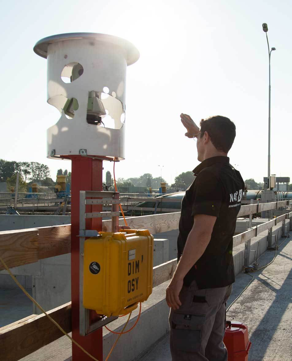 Boris Bogensberger is installing the DiMoSy monitoring system at the construction site of the main sewage treatment plant Vienna.