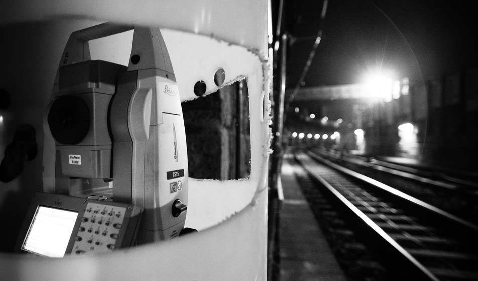 A DiMoSy controlled total station by Bogensberger Vermessung /Surveys is monitoring the rails of the U4 subway in Vienna.