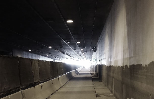 Picture of the A22 highway tunnel Kaisermühlen in Vienna. Bogensberger Vermessung supervised the refurbishment work.