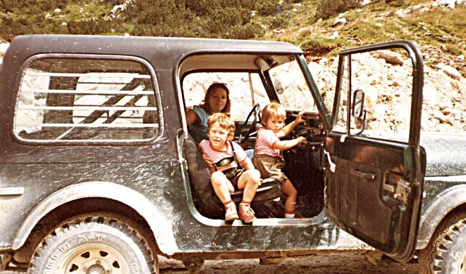 Evi, Armin and Boris Bogensberger in a Jeep at the building site Zillergründl.