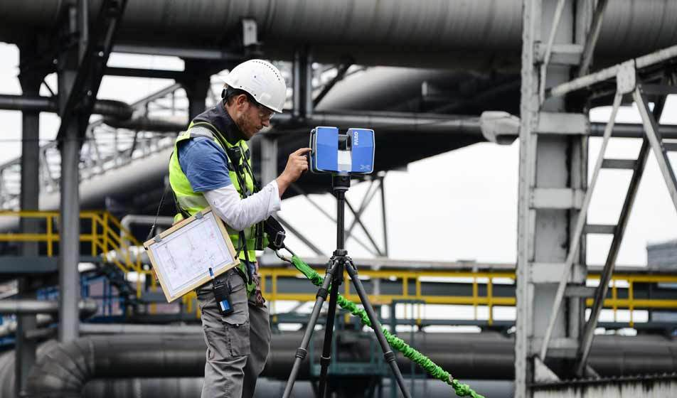 David from Bogensberger Vermessung / Surveys adjusting a Faro 3D scanner at the industrial plant of voest alpine in Linz.